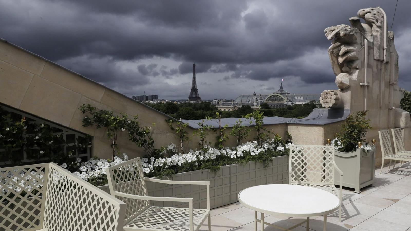 """Mùa hè u ám với ngành du lịch """"kinh đô ánh sáng"""" Paris"""