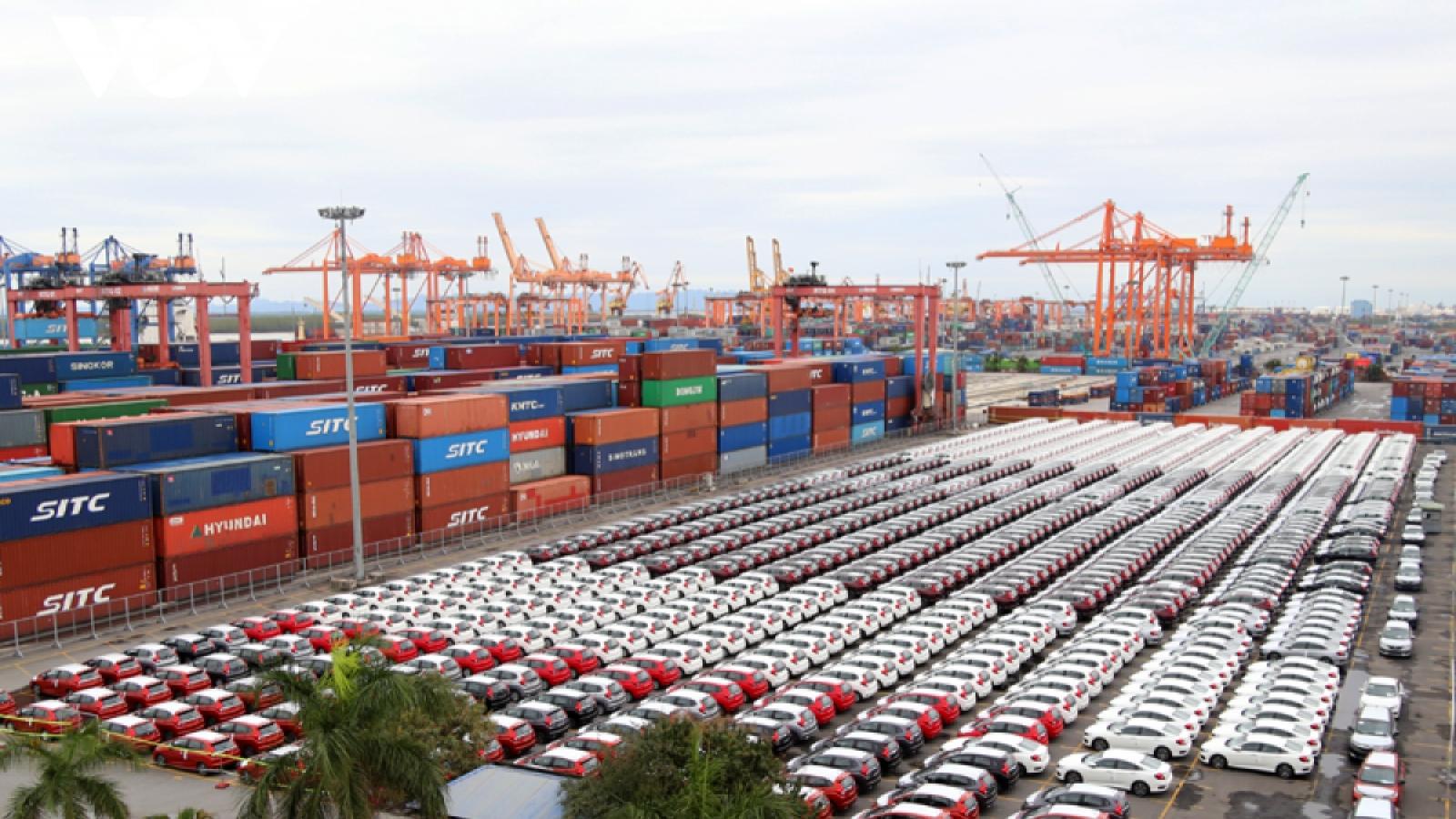 Ô tô nhập khẩu ồ ạt về Việt Nam dù vướng đại dịch Covid-19