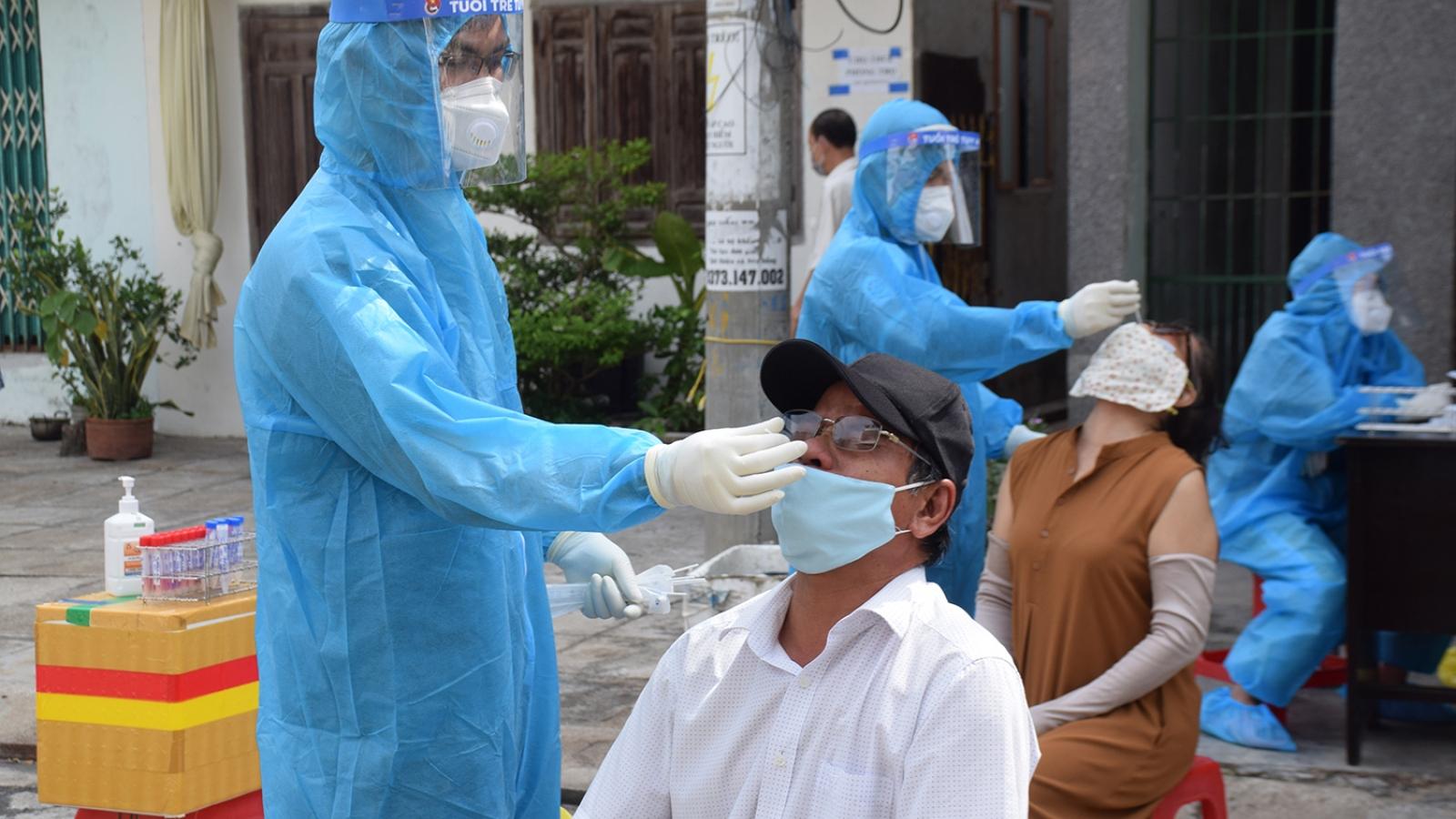 Vượt mốc 1.000 ca mắc Covid-19, TP Tuy Hòa tăng tốc xét nghiệm sàng lọc cộng đồng