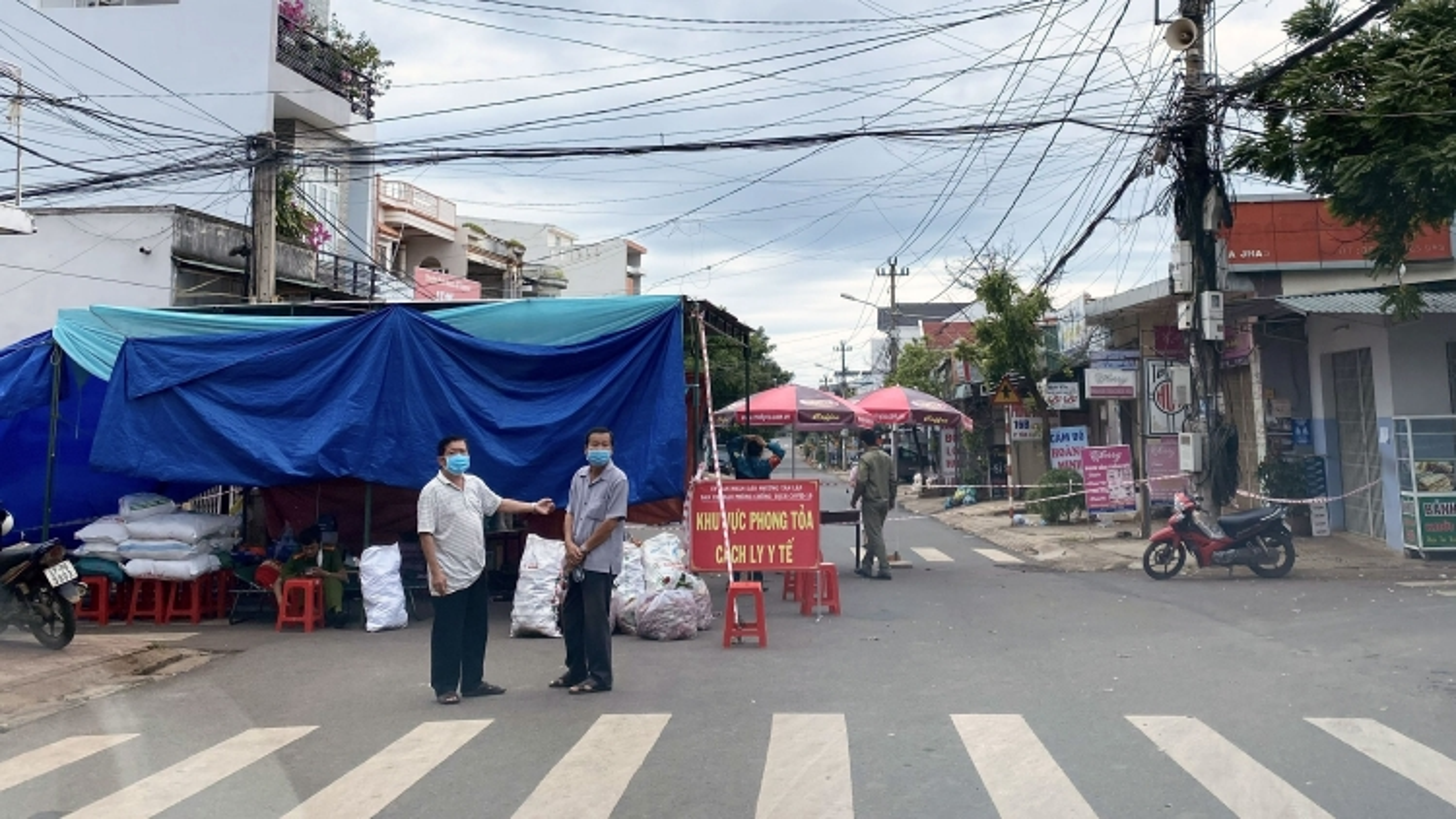Gần 400 người bị xử phạt vì vi phạm quy định phòng chống dịch Covid-19 ở Đắk Lắk