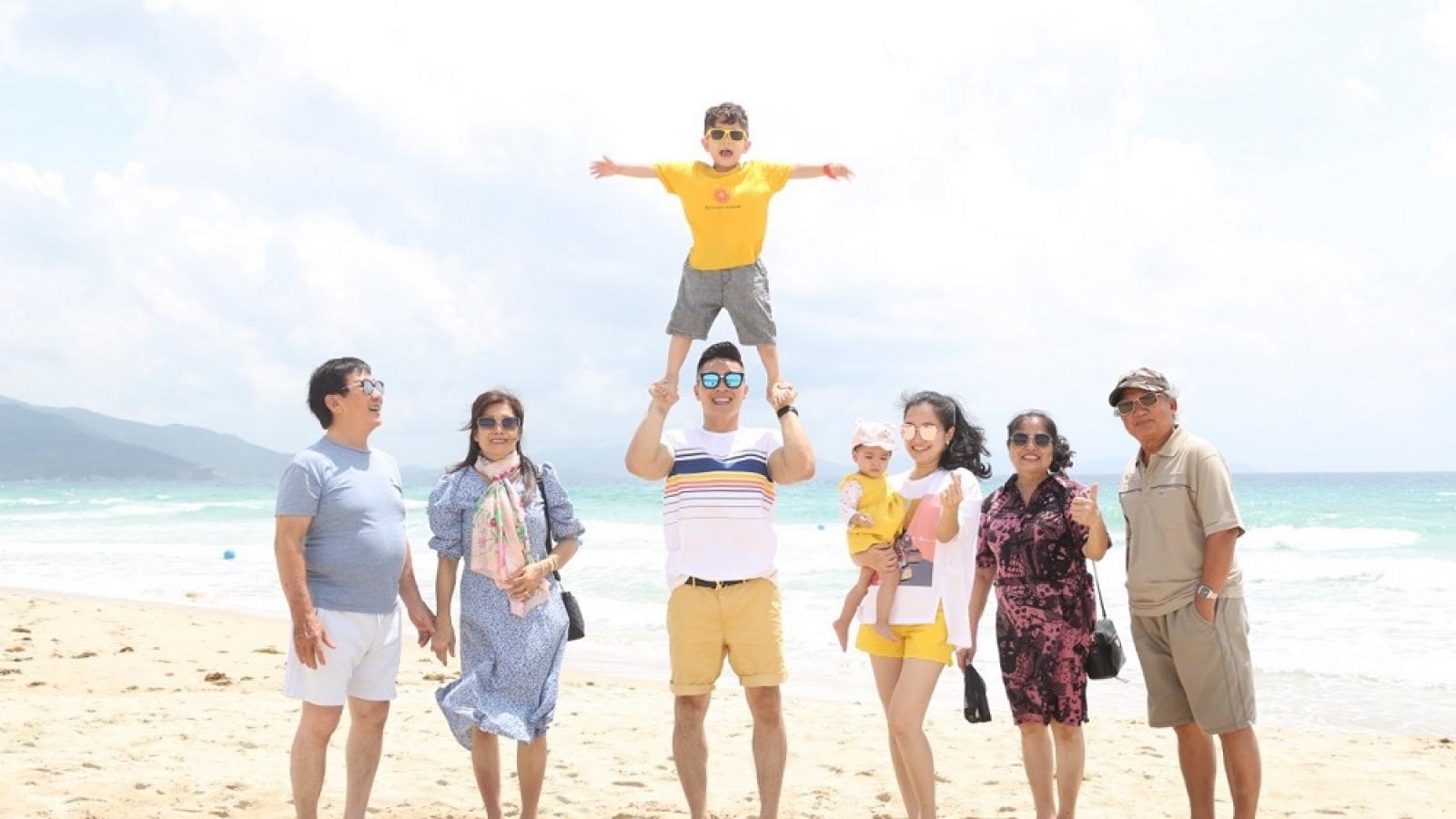 Quốc Cơ-Hồng Phượng: Giãn cách, nhớ những phút giây cả gia đình lớn quây quần bên nhau