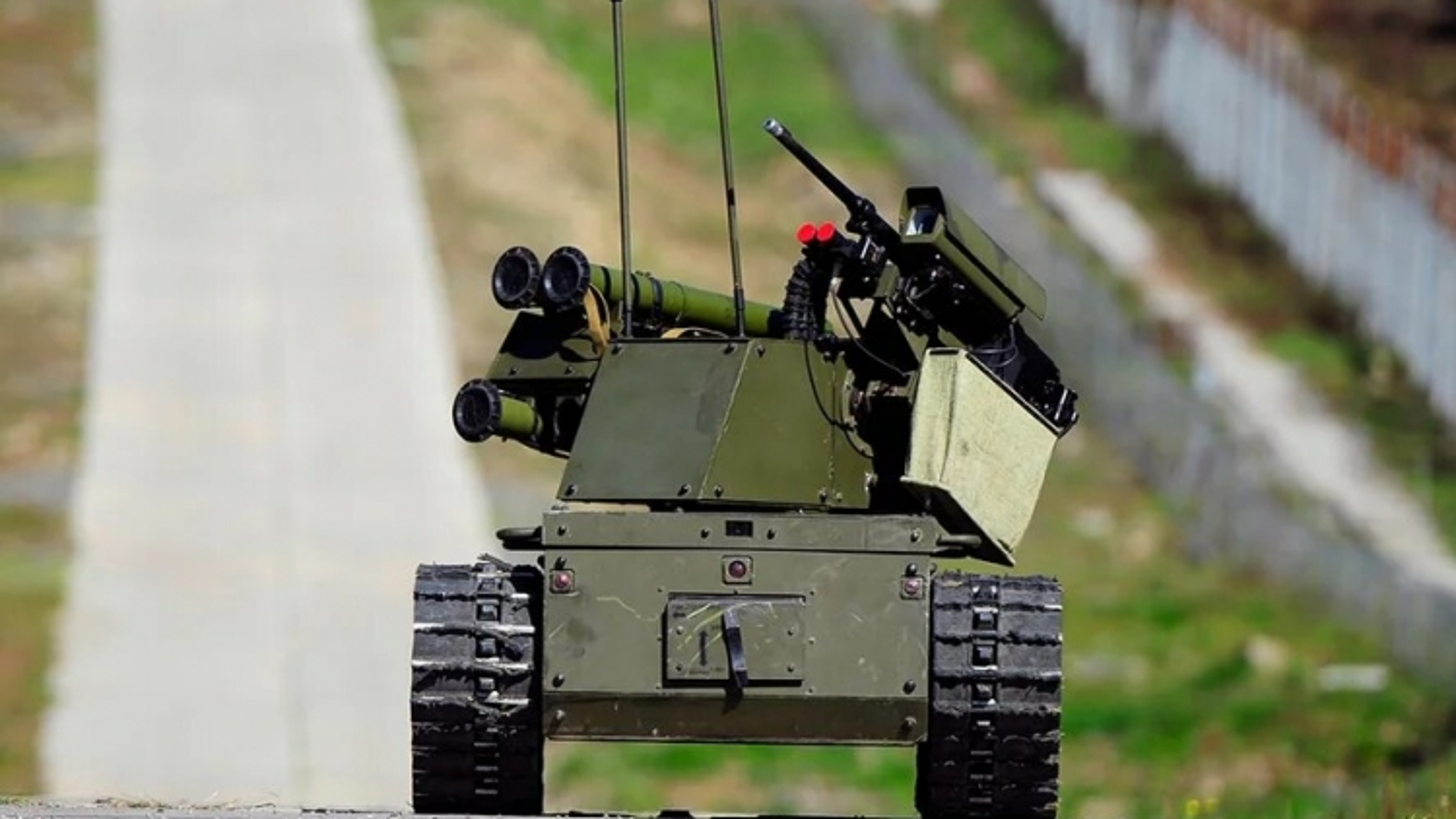 """Robot chiến đấu """"Platform-M"""" lần đầu tiên được sử dụng tại cuộc tập trận Zapad-2021"""
