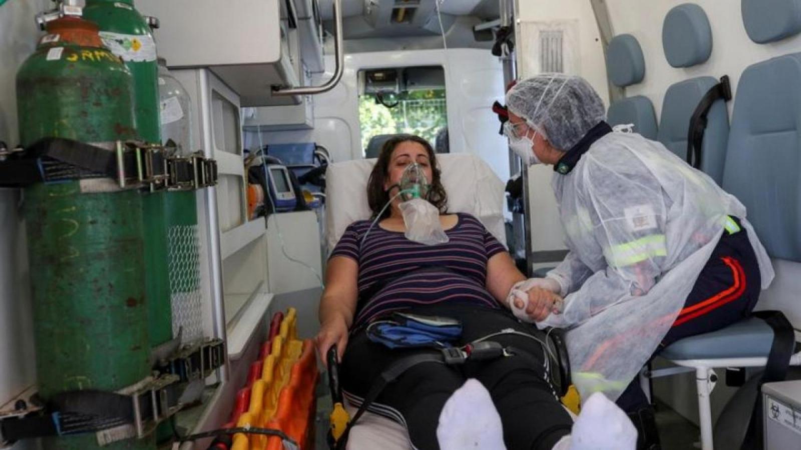 Số người chết vì Covid-19 ở Brazil tiến gần tới ngưỡng 600.000
