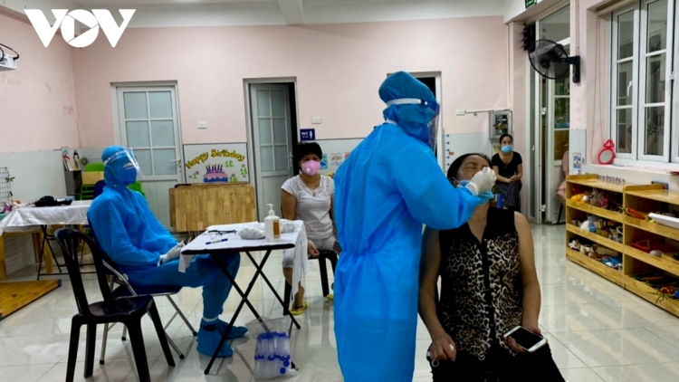 First Hanoi residents receive China's Vero Cell vaccine shot