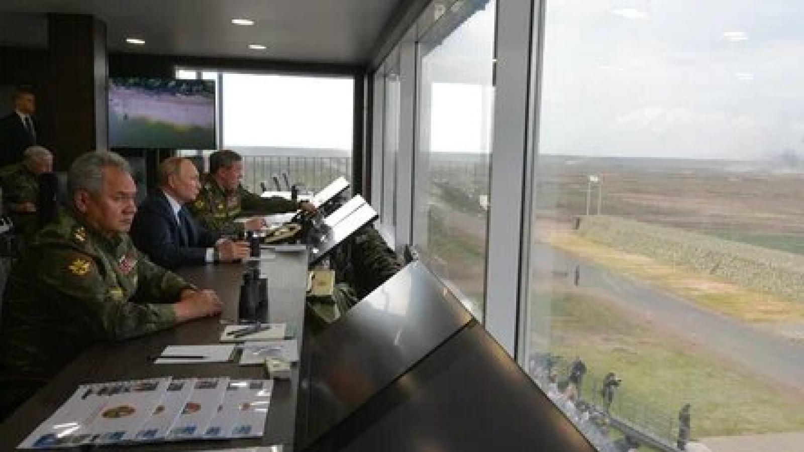 """Tổng thống Nga V.Putin theo dõi cuộc tập trận """"Zapad-2021"""" tại bãi tập Mulino"""