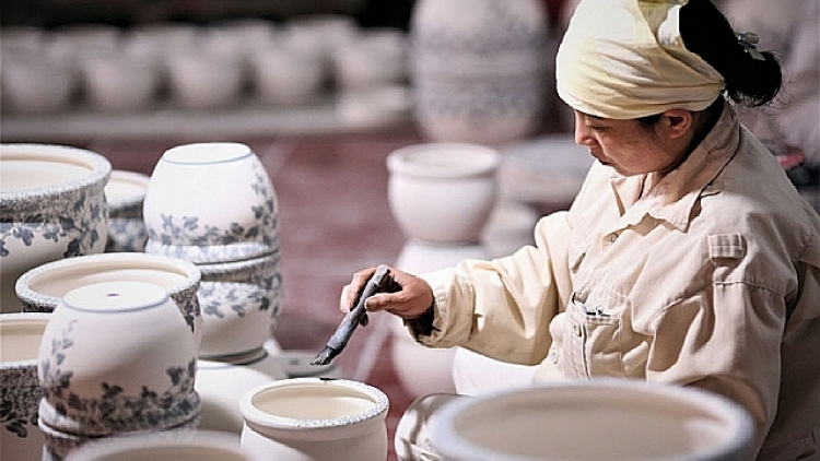 Seven-month export of fine art ceramics sees significant rise