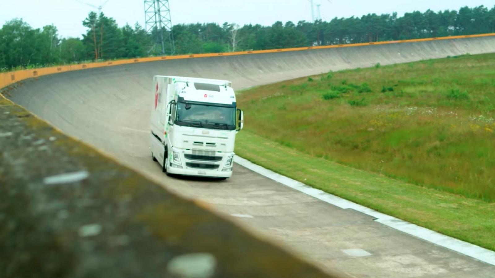 Xe tải điện Futuricum lập kỷ lục Guinness thế giới đi được 1.099 km trong một lần sạc