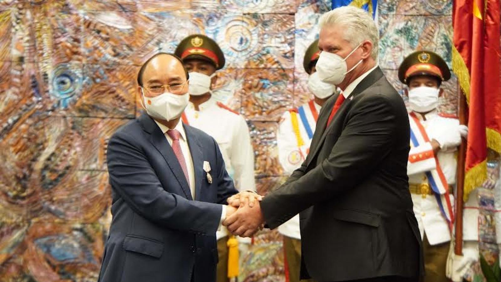 Chủ tịch nước Cuba trao tặng Huân chương Jose Marti cho Chủ tịch nước Nguyễn Xuân Phúc