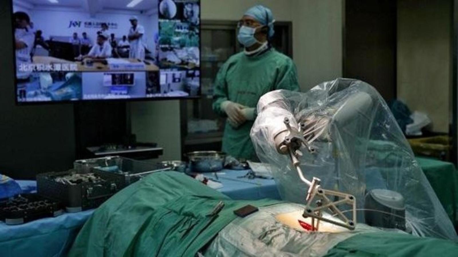 Robot 5G - trợ thủ đắc lực cho các bác sỹ ngoại khoa ở Trung Quốc