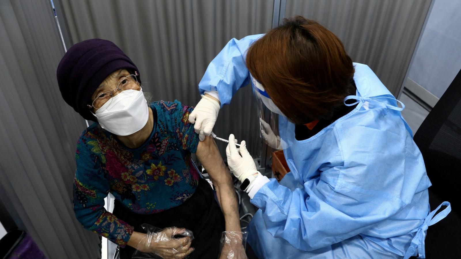 Hàn Quốc tăng tốc tiêm vaccine Covid-19 đạt 70% dân số trước Tết Trung thu
