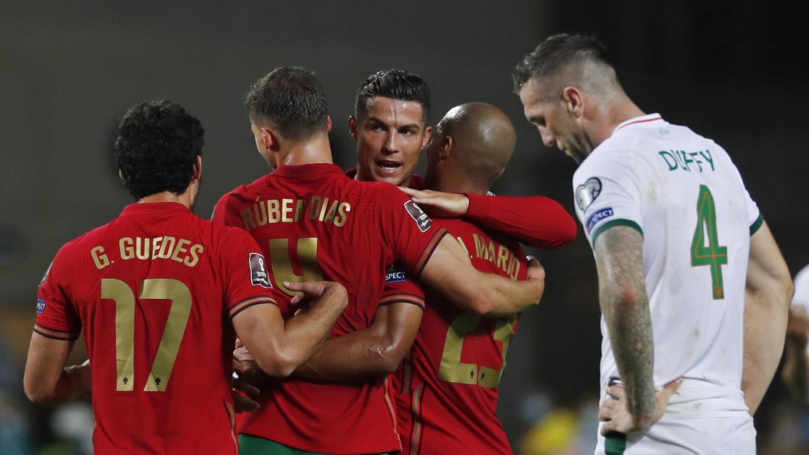 Chủ tịch FIFA ngả mũ trước thành tích săn bàn của Ronaldo