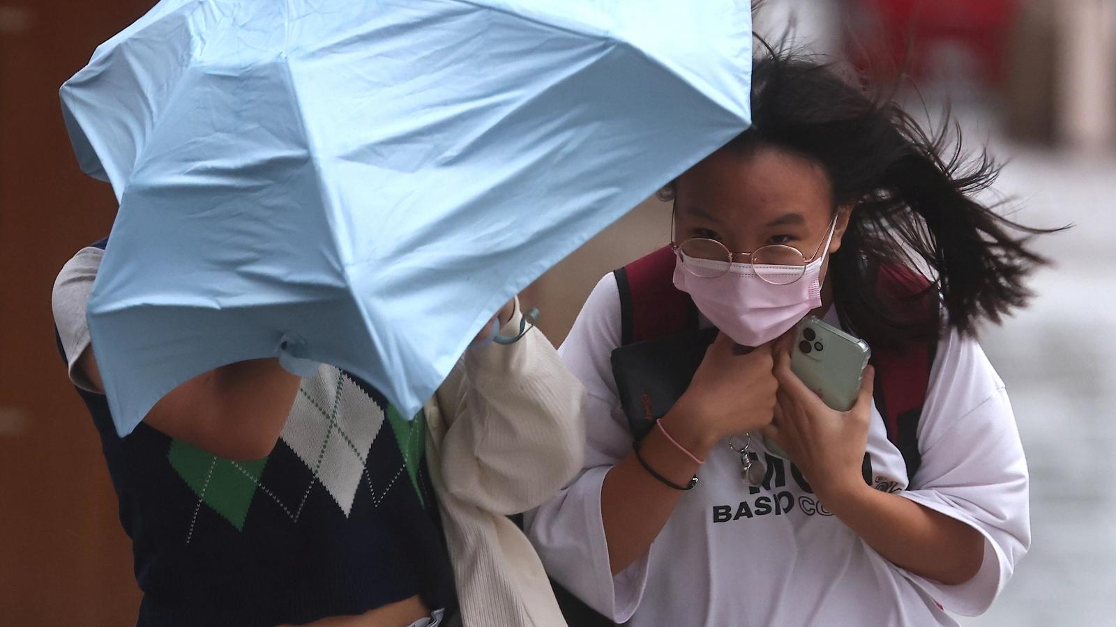 Trung Quốc: Thượng Hải đình chỉ dịch vụ hàng không, đường sắt, đóng cửa trường học vì bão