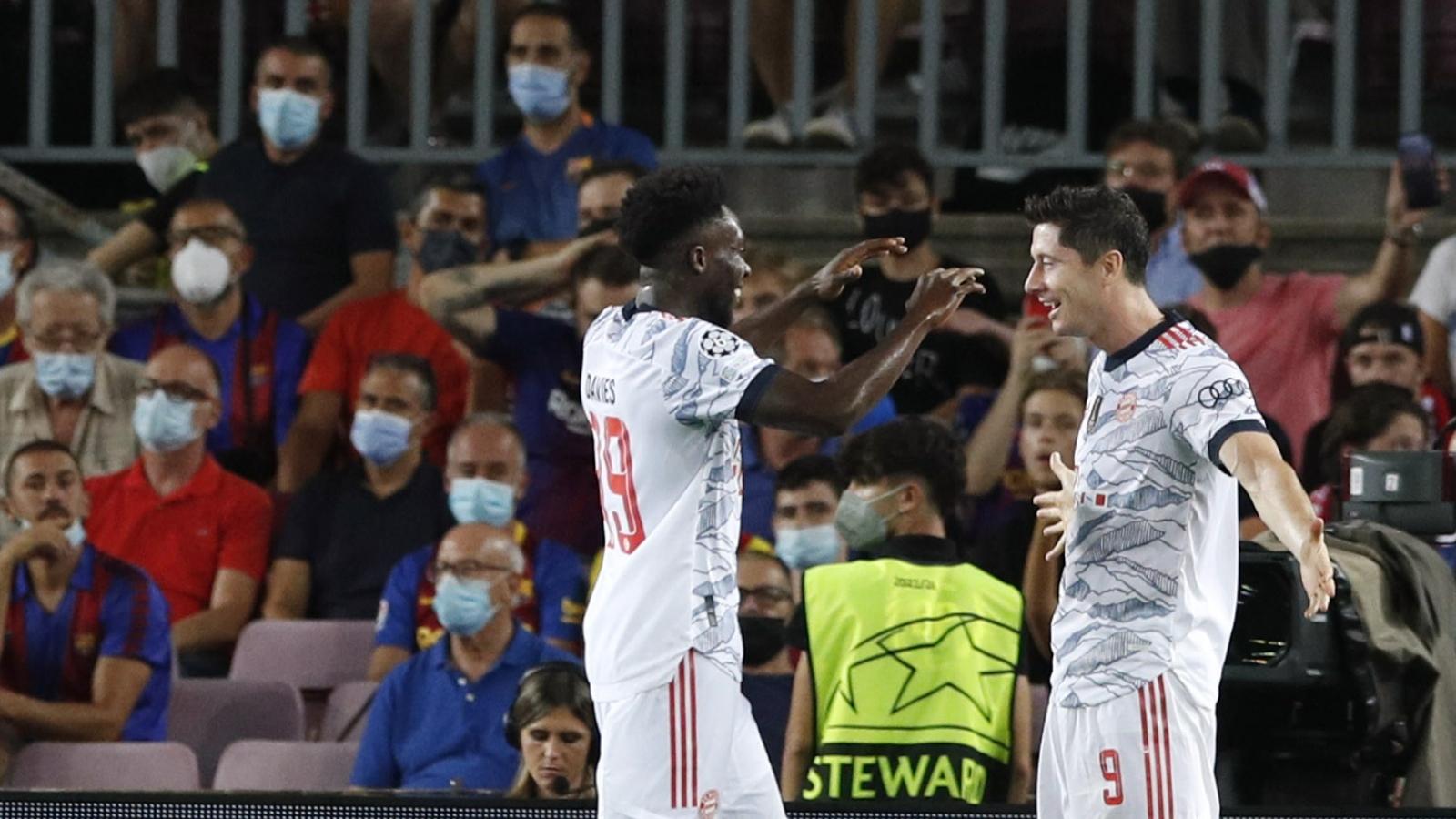 """Lewandowski lập cú đúp, Bayern """"nghiền nát"""" Barca ngay tại Camp Nou"""