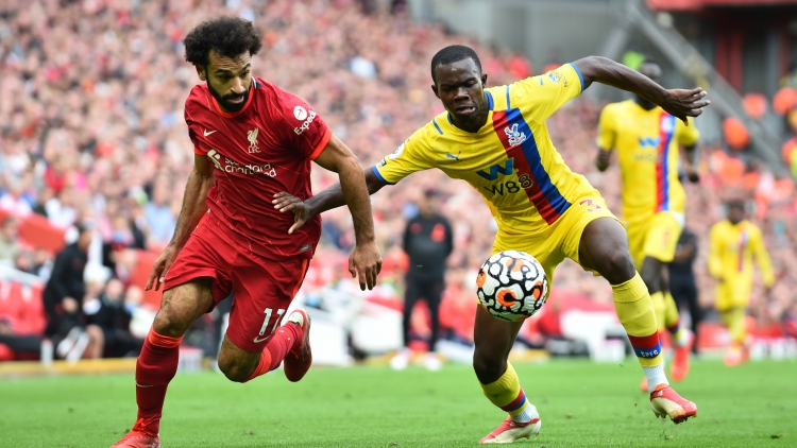 Salah ghi bàn, Liverpool thắng 3 sao trước Crystal Palace để tạm lên đỉnh Ngoại hạng Anh
