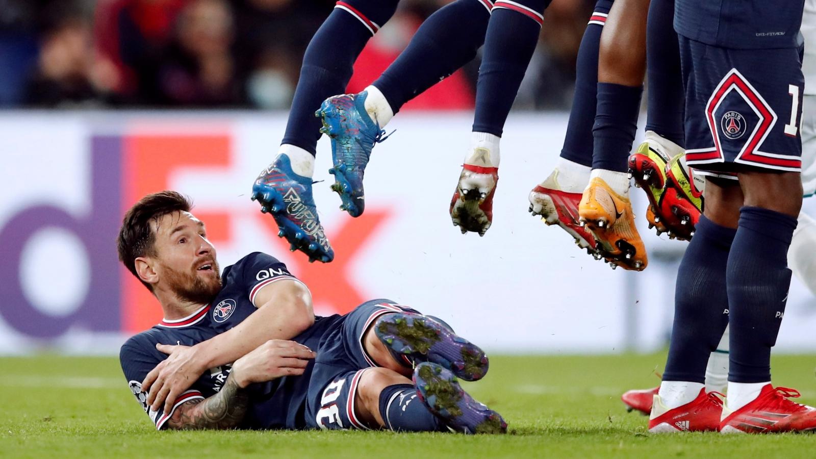 Hình ảnh chưa từng có trong sự nghiệp của Messi ở trận PSG 2-0 Man City
