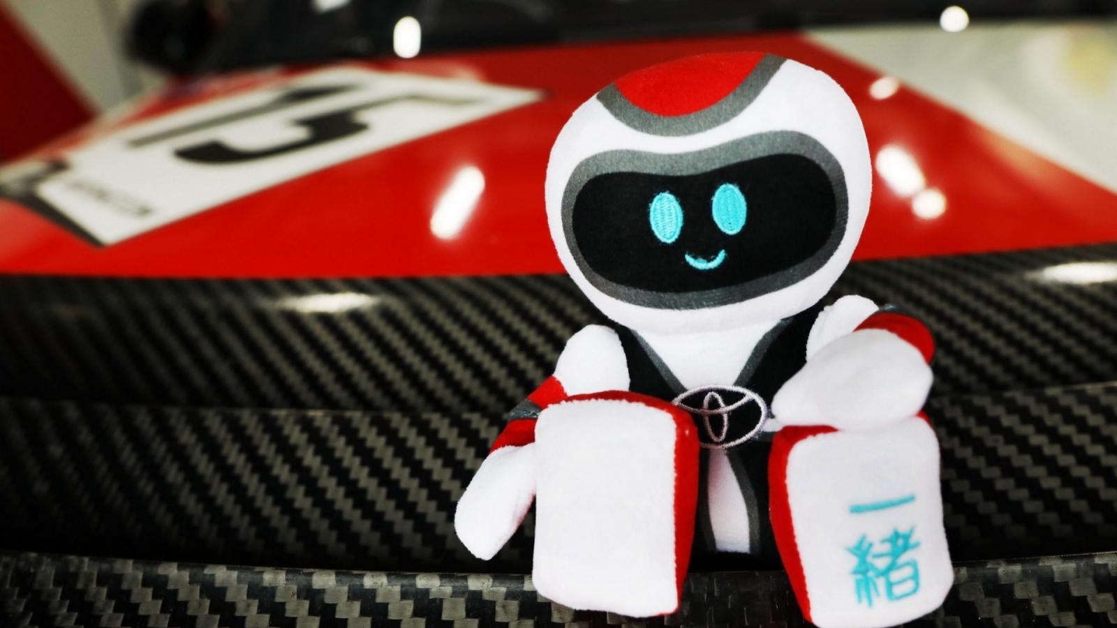 Mua Toyota GR và GR Sport được tặng linh vật GR Issho
