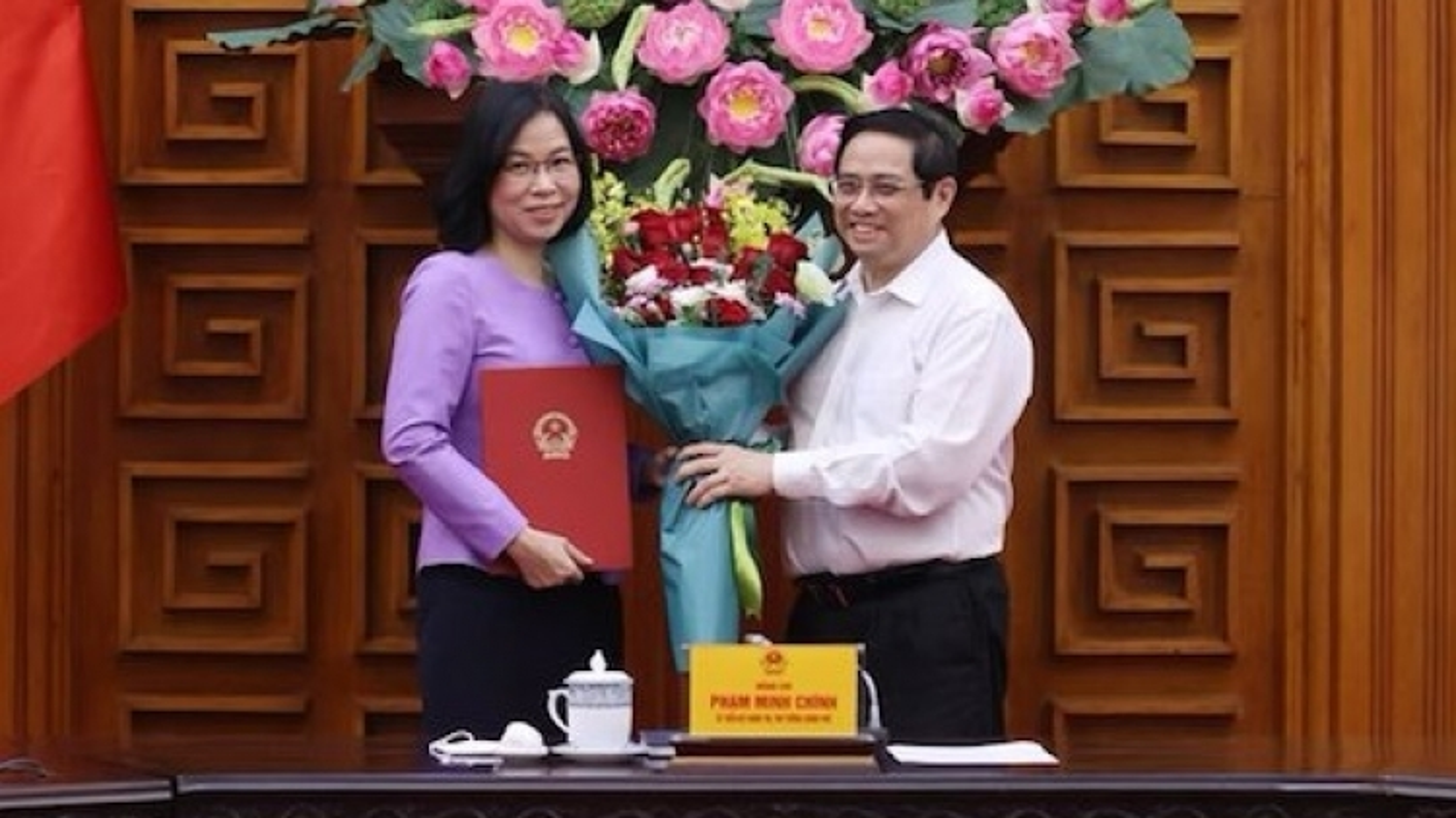 Thủ tướng trao quyết định bổ nhiệm bà Vũ Việt Trang làm Tổng Giám đốc TTXVN