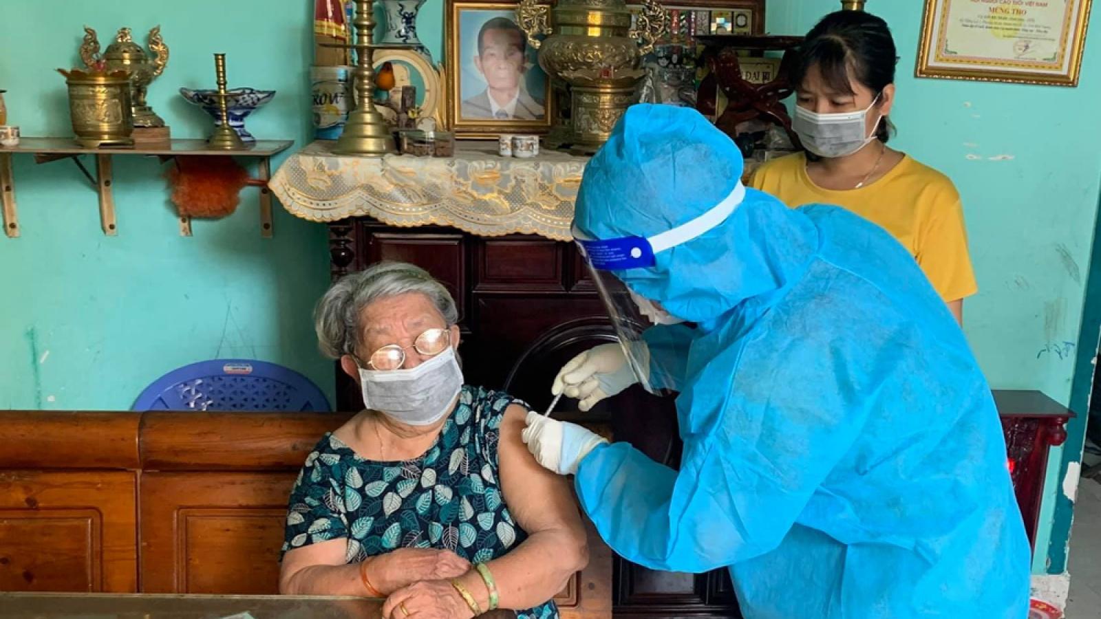 Bình Dương chuẩn bị tiêm vaccine mũi 2 toàn dân, hỗ trợ người có nguyện vọng về quê