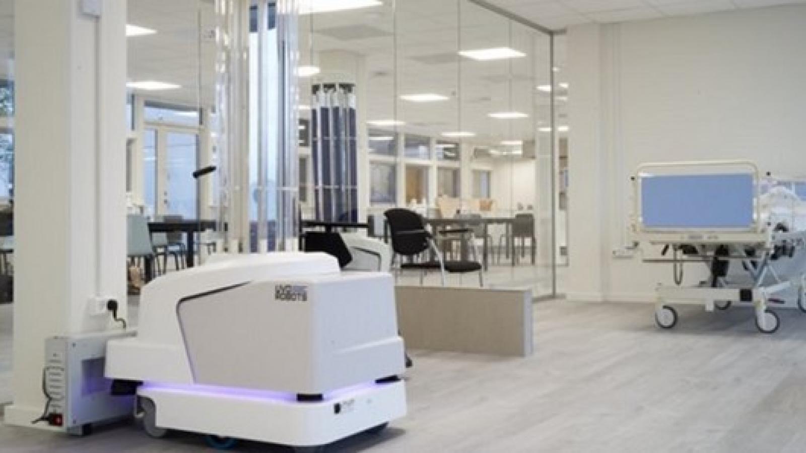 COVID-19: EU cung cấp robot khử trùng cho các bệnh viên châu Âu