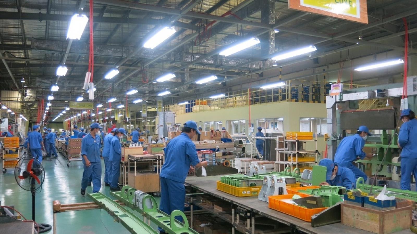 Doanh nghiệp lo lắng thiếu hụt nhân lựcđể duy trì sản xuất kinh doanh