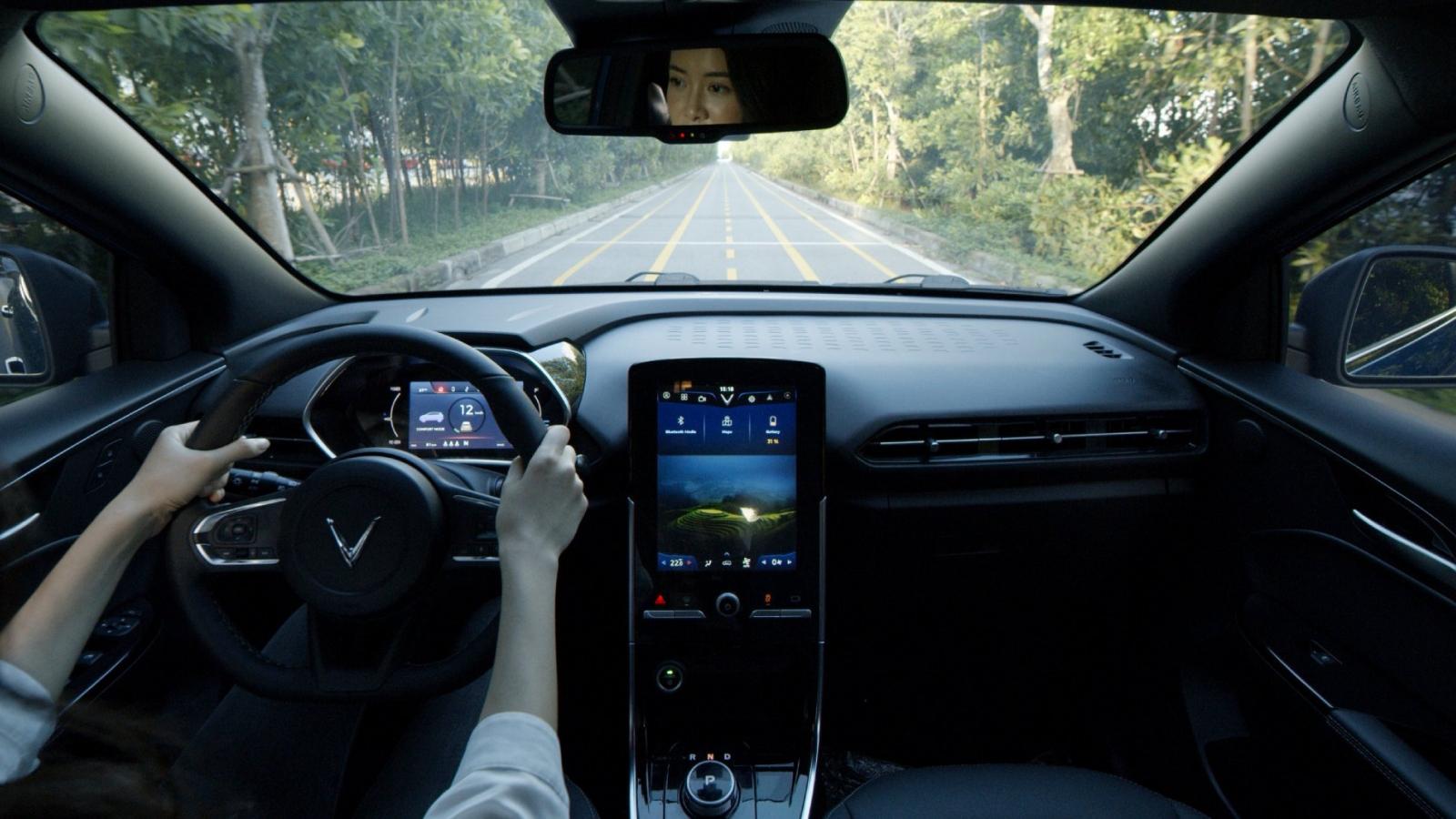 VinFast VF e34 trang bị loạt công nghệ an toàn cao cấp ngang xe tiền tỷ