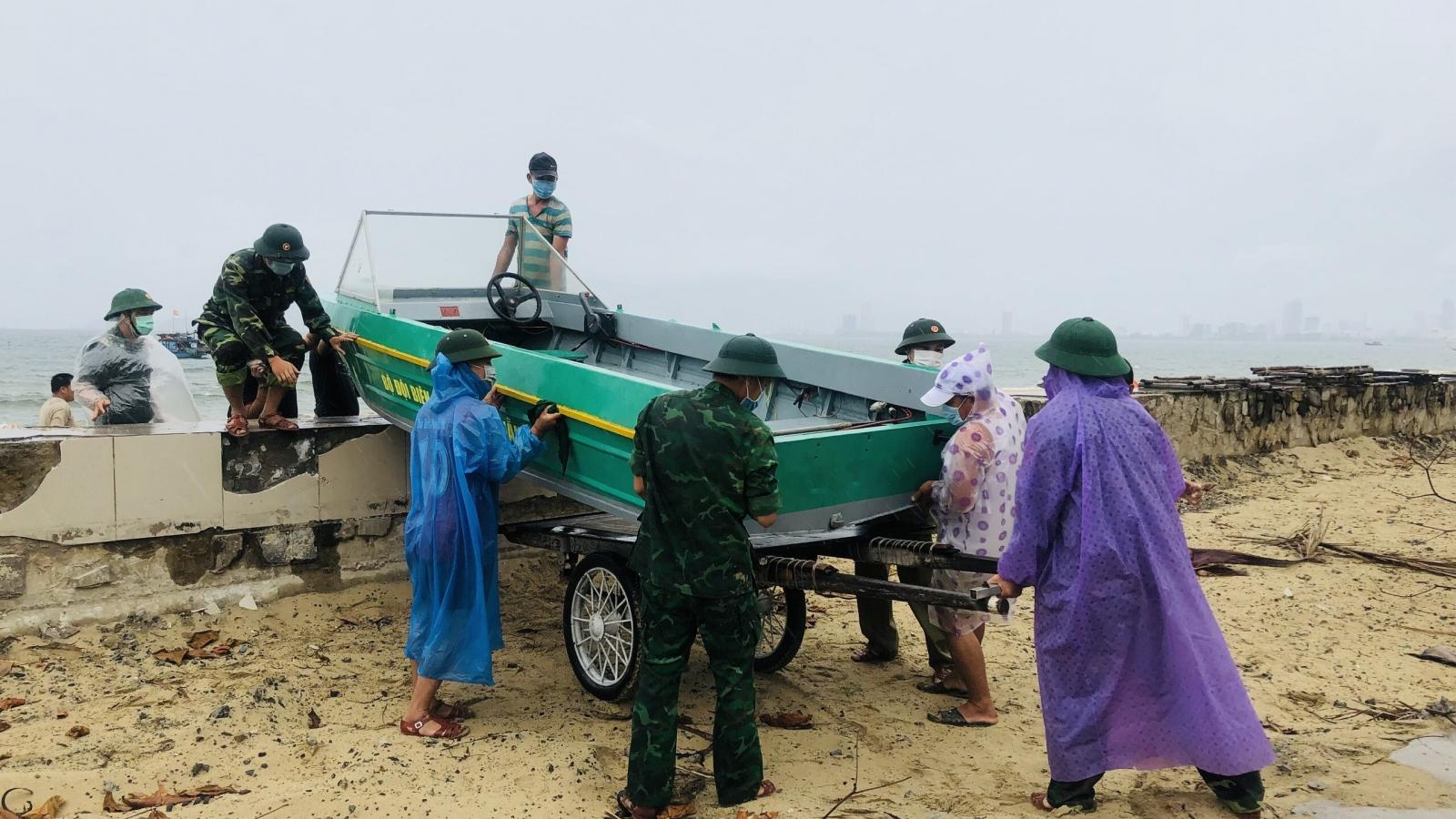 Đà Nẵng cho phép người dân chằng chống, sửa chữa nhà cửa phòng, chống bão số 5