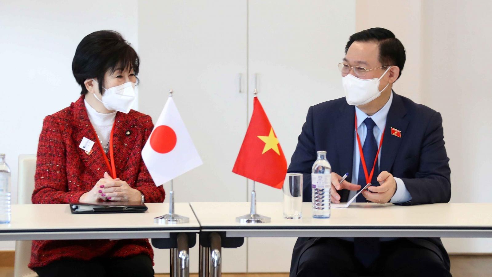 Chủ tịch Quốc hội Vương Đình Huệ hội kiến Chủ tịch Thượng viện Nhật Bản