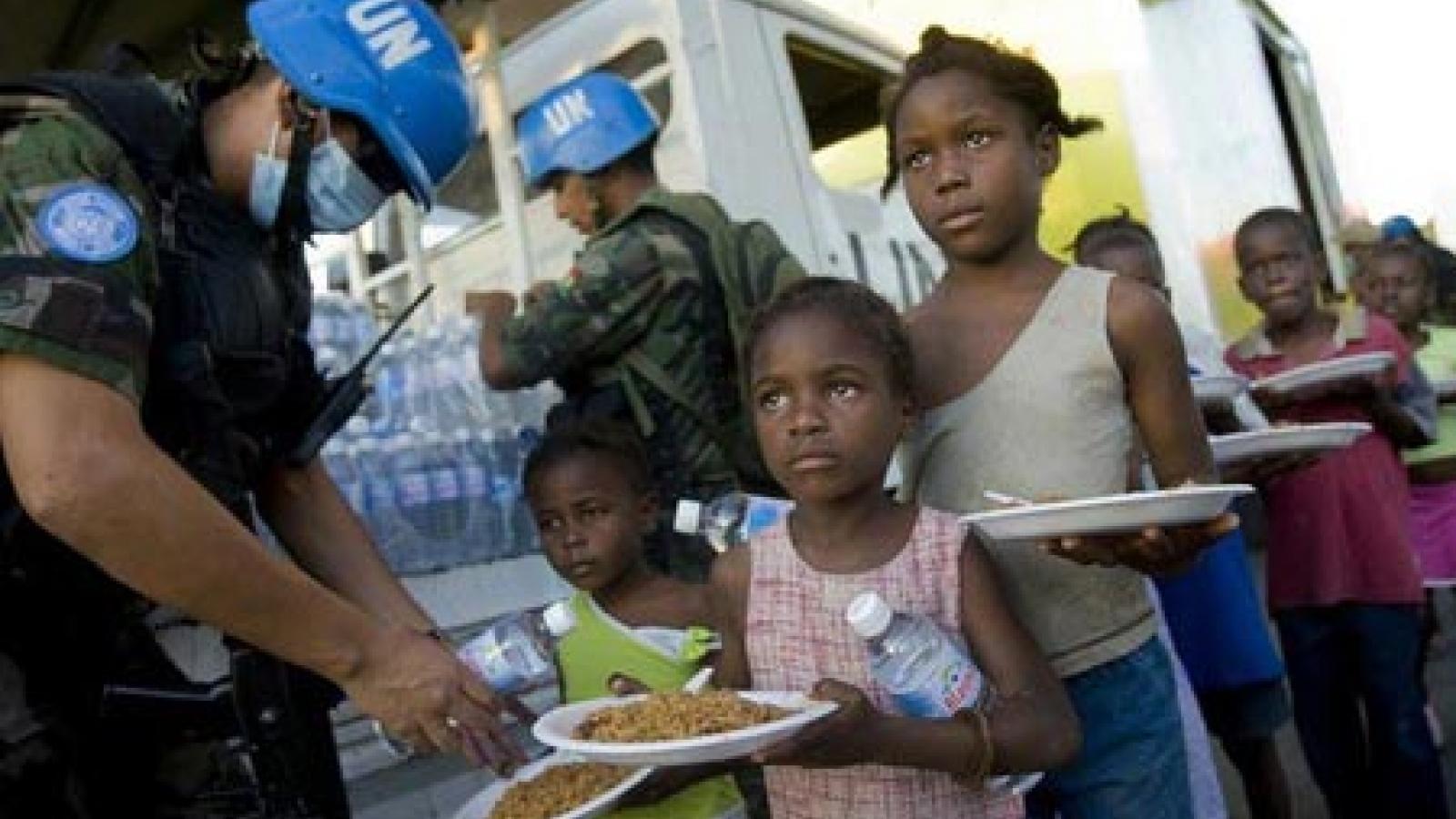 Hàng chục nghìn người Haiti vẫn đang chờ đợi sự giúp đỡ