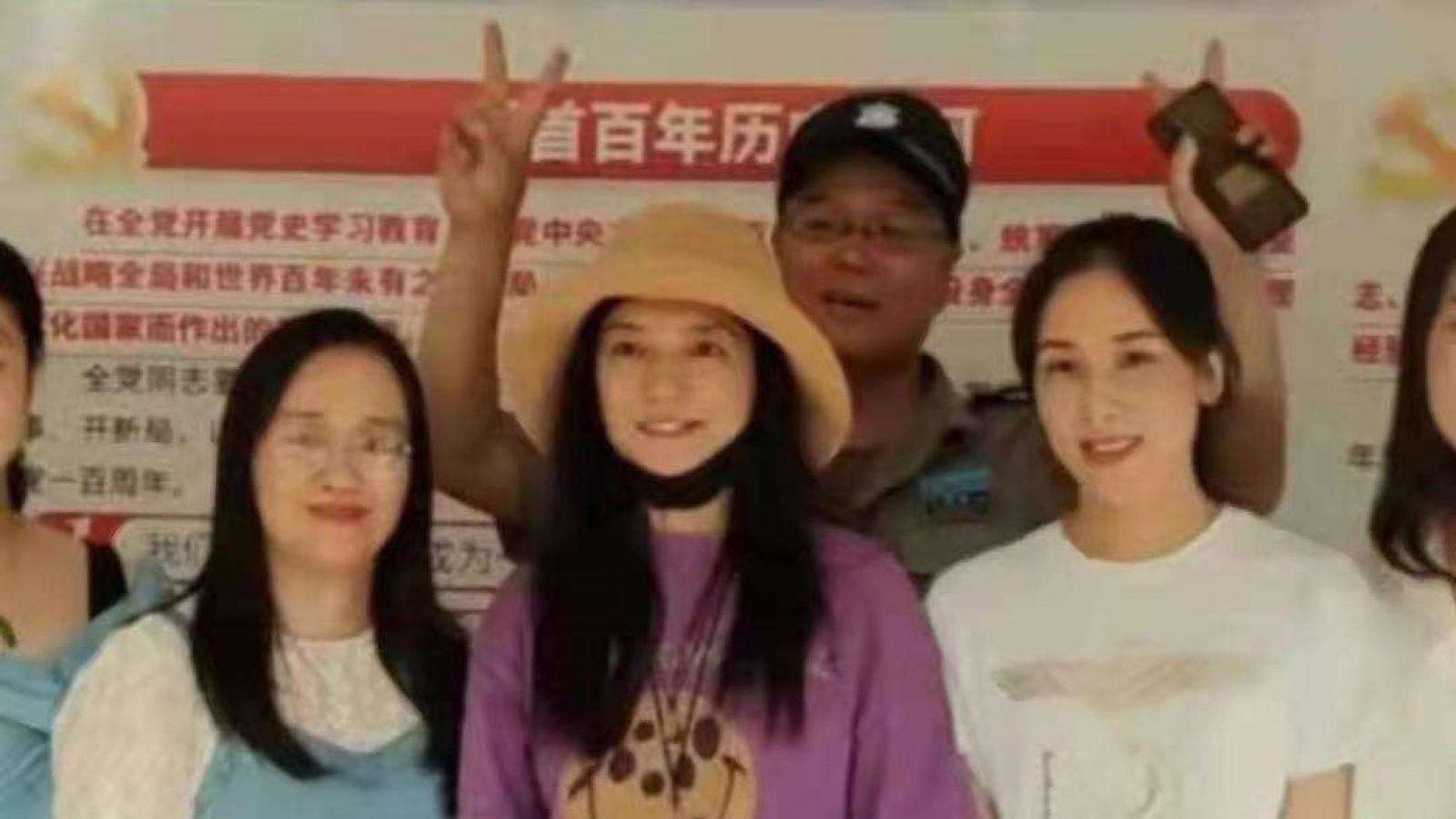 Triệu Vy lần đầu lộ diện sau khi bị xoá tên khỏi loạt phim đình đám
