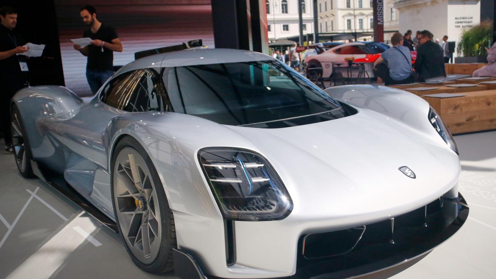 Cận cảnh Porsche 919 Street phiên bản concept bằng đất sét tại Triển lãm IAA 2021