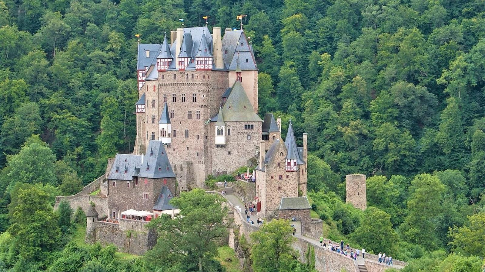 Điều gì làm cho lâu đài Eltz trở nên độc đáo và nổi tiếng?