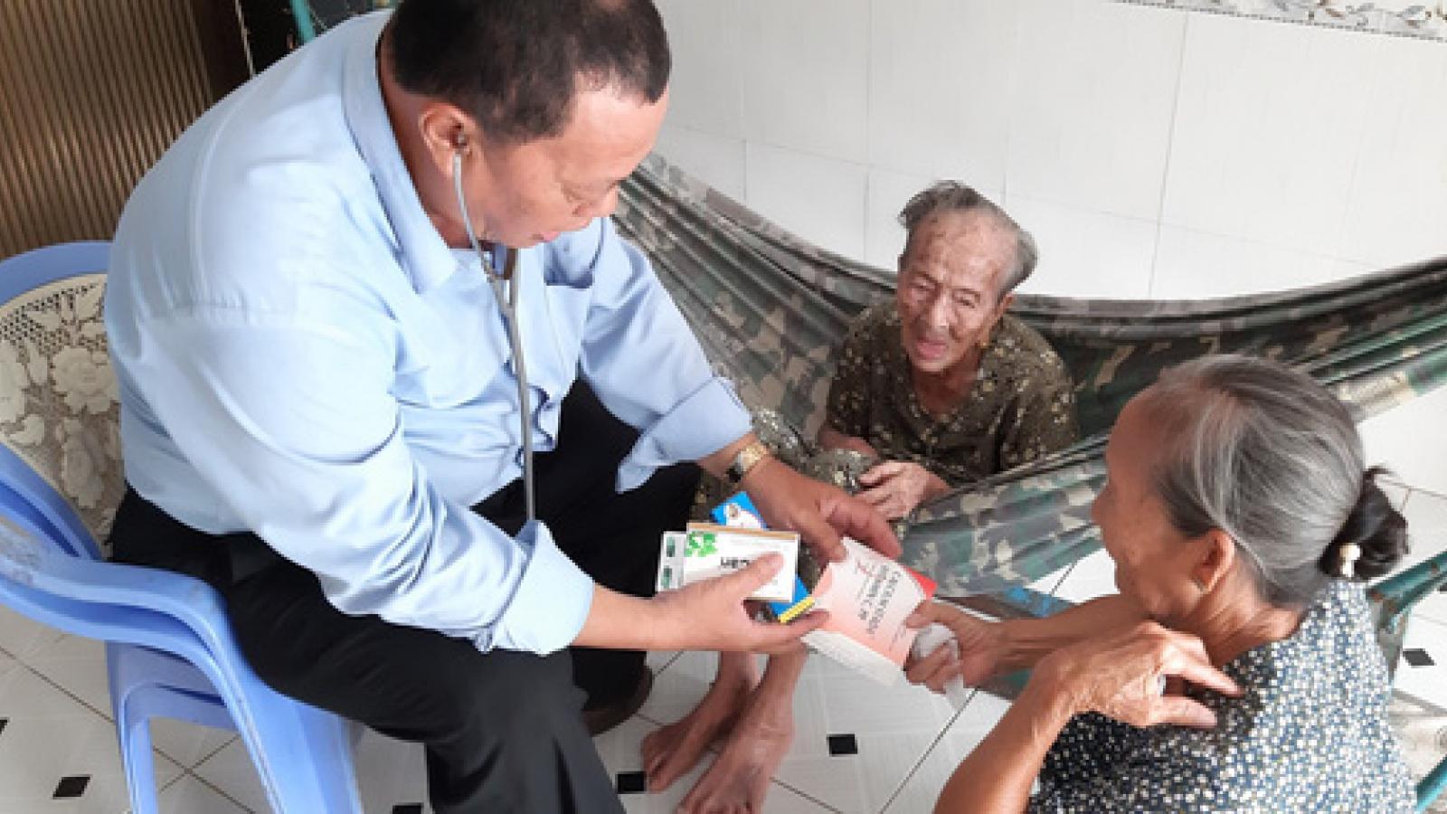 Chủ tịch nước truy tặng Huân chương Lao động cho 2 y bác sỹ tử vong vì chống dịch