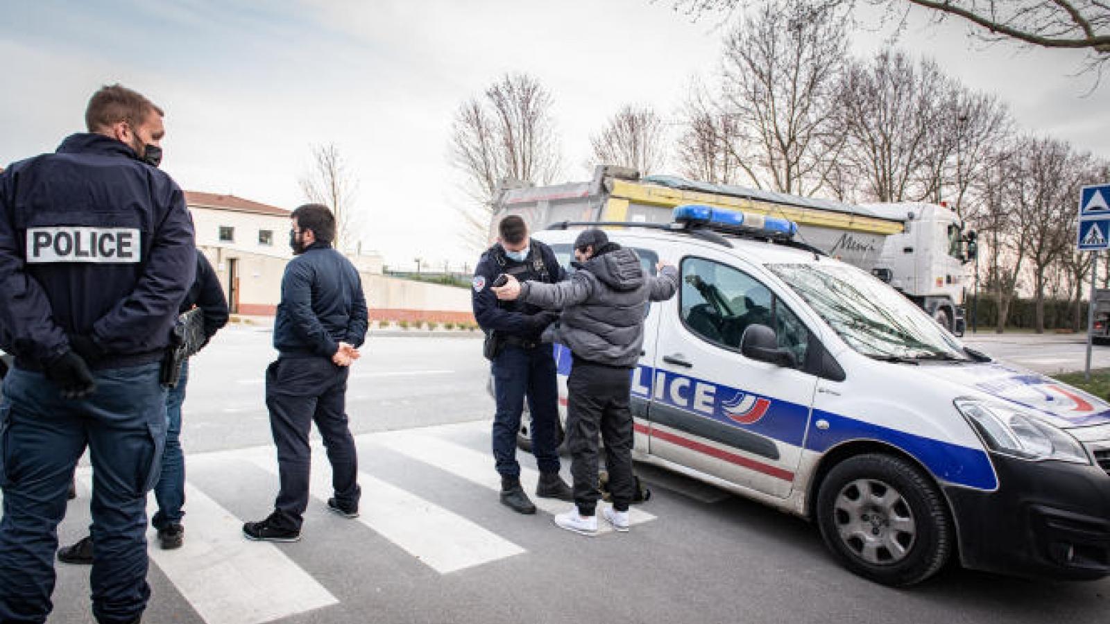 Pháp đẩy mạnh trục xuất các phần tử cực đoan
