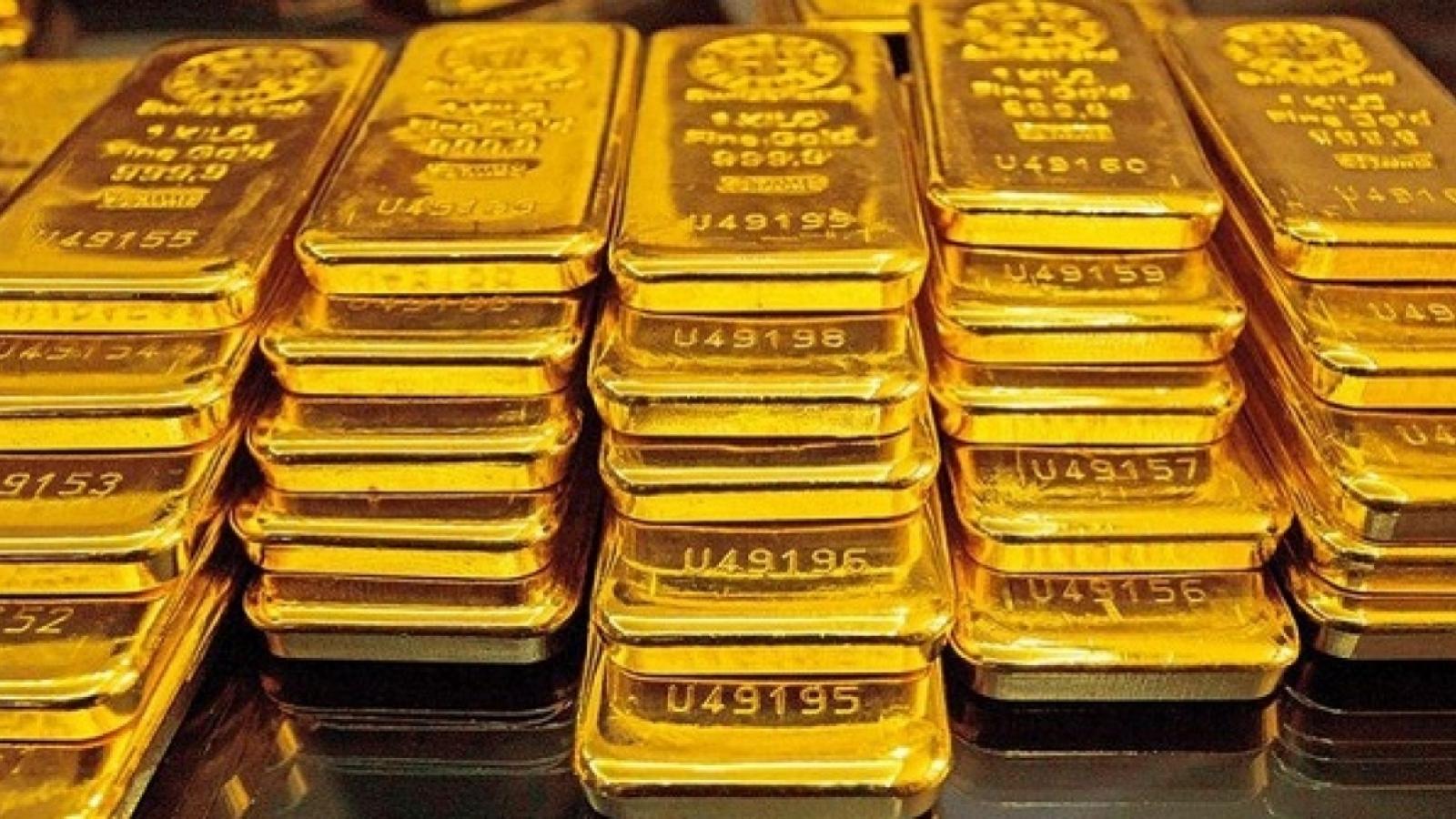 Giá bán vàng SJC đắt hơn vàng thế giới gần 9 triệu đồng/lượng