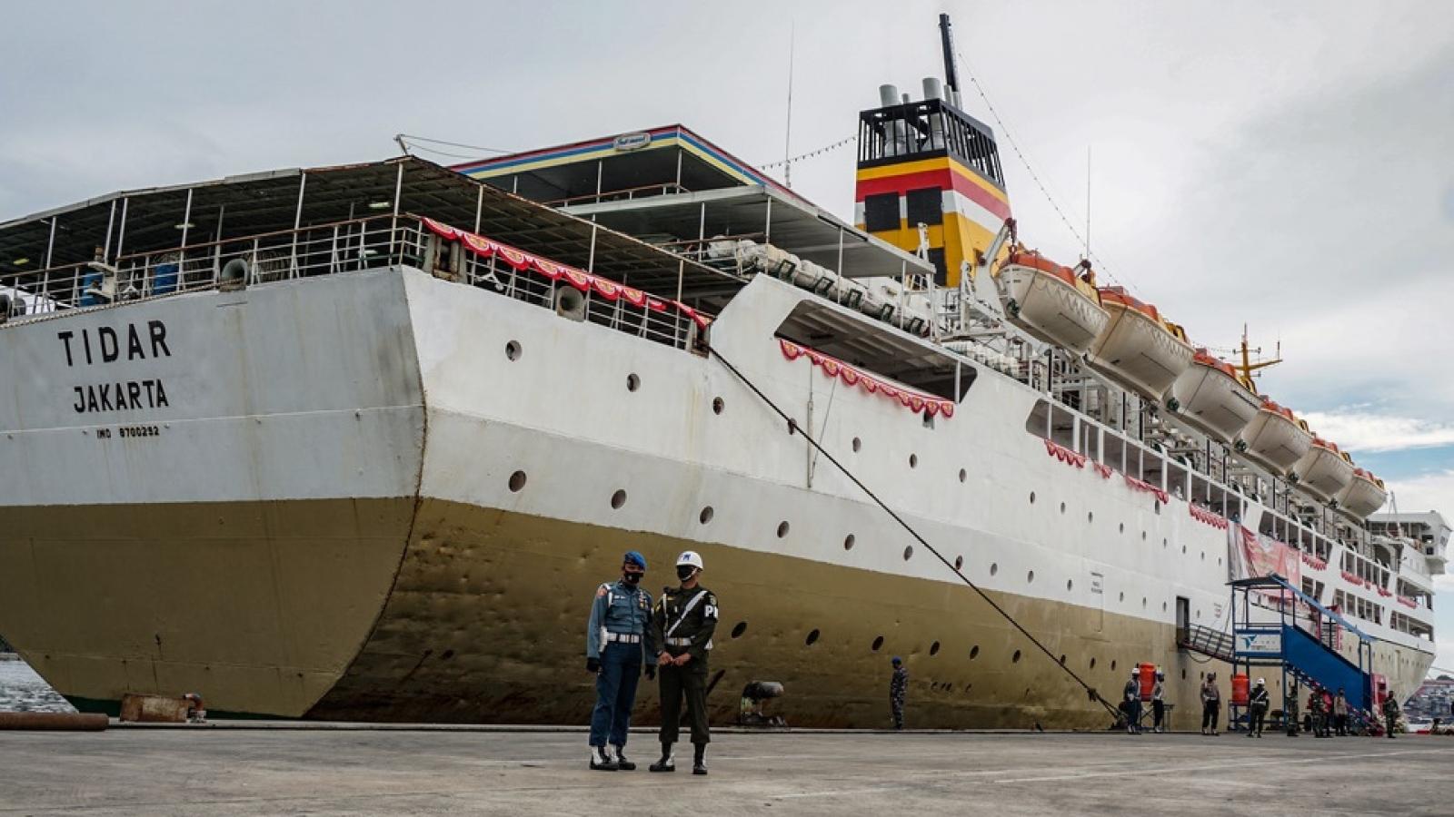"""Indonesia triển khai tàu phà làm nơi """"cách ly và tiêm chủng Covid-19 nổi"""""""