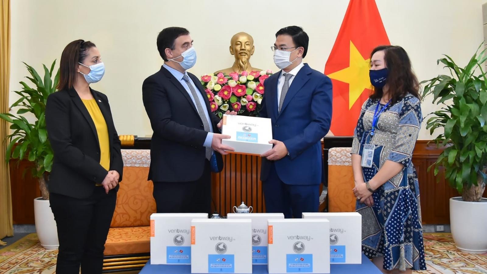 Israel trao tặng Việt Nam máy thở, máy tạo oxy và thiết bị y tế phòng chống Covid-19