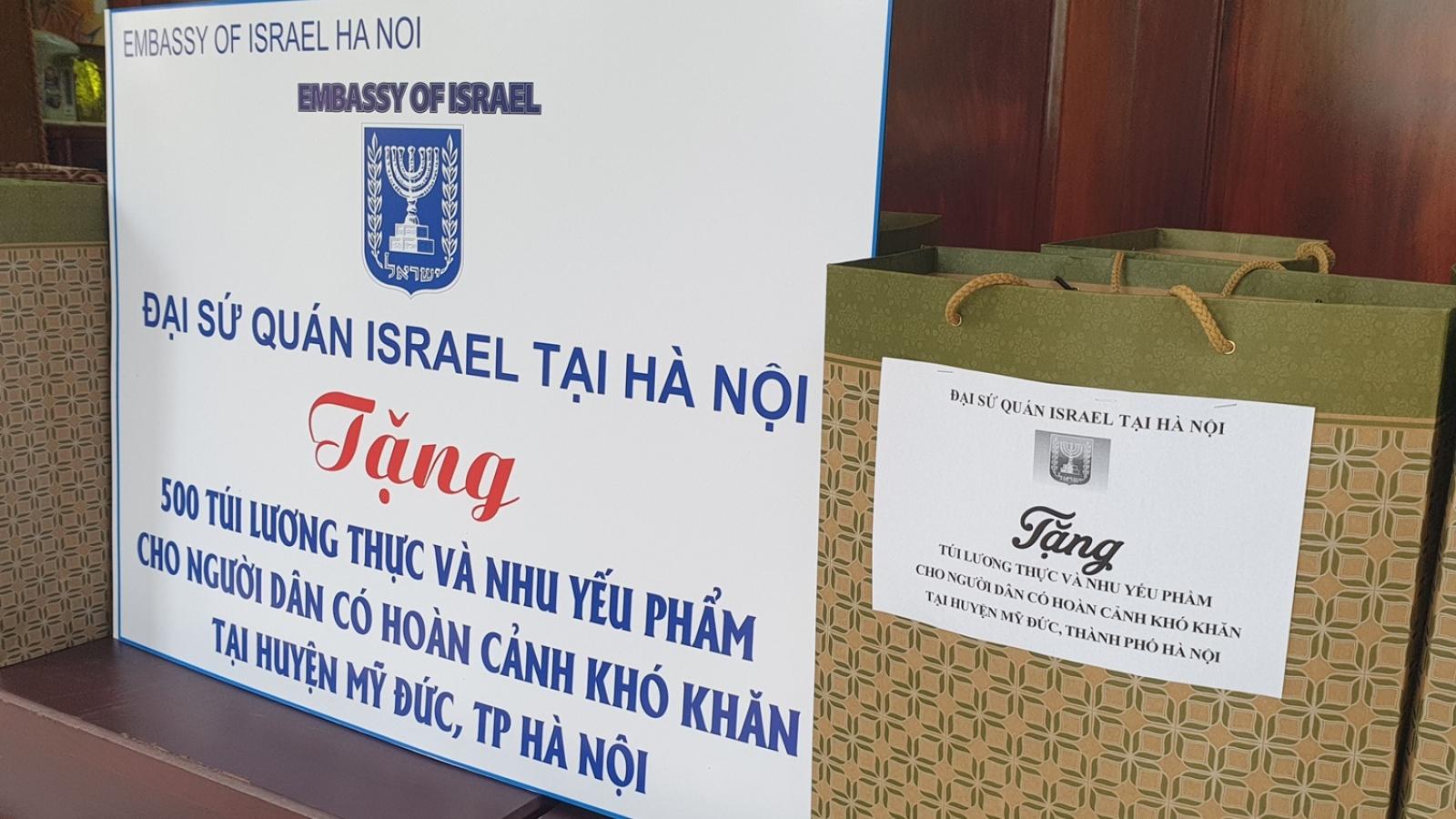 Đại sứ quán Israel tặng lương thực cho 500 gia đình khó khăn do Covid-19 ở Hà Nội
