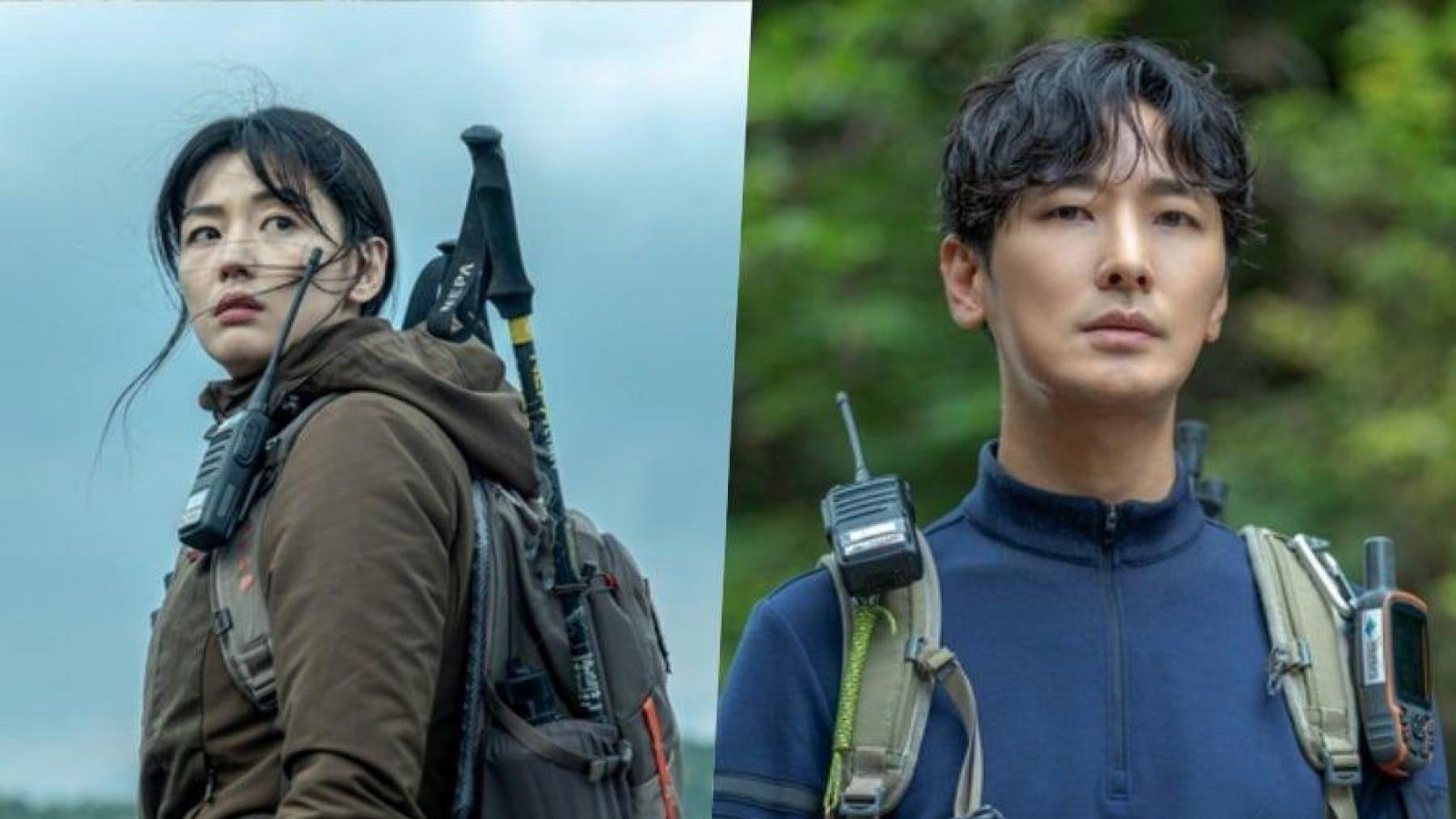 """""""Thế tử Kingdom"""" Joo Ji Hoon và """"mợ chảnh"""" Jun Ji Hyun vượt biển lửa trong phim mới"""