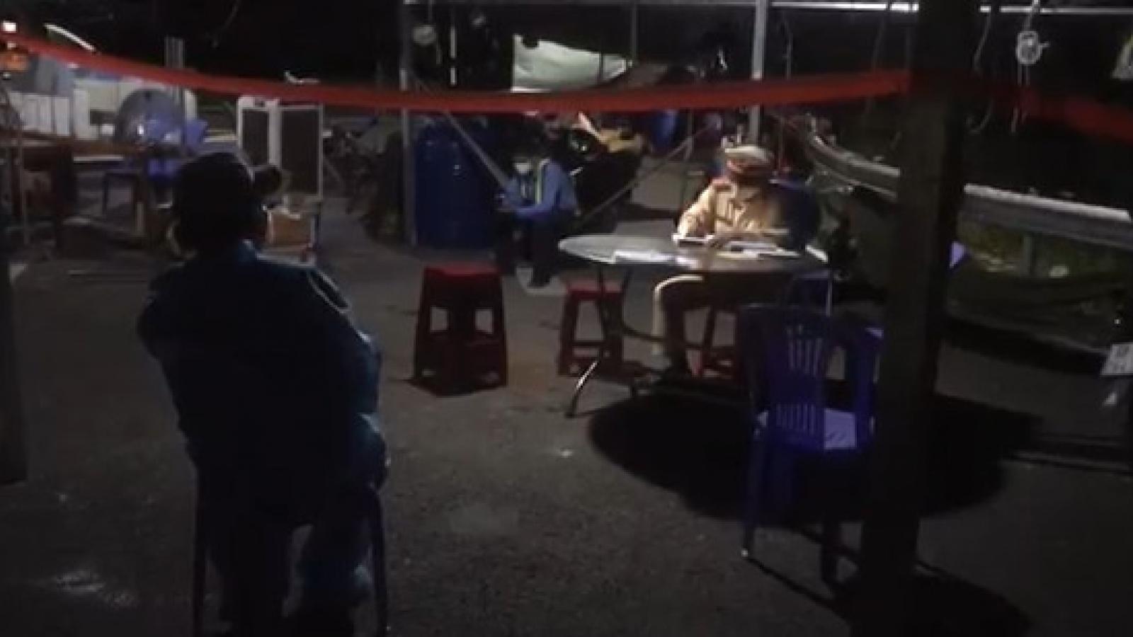 Kiên Giang: Bắt quả tang tài xế chở thuê người từ vùng dịch về quê