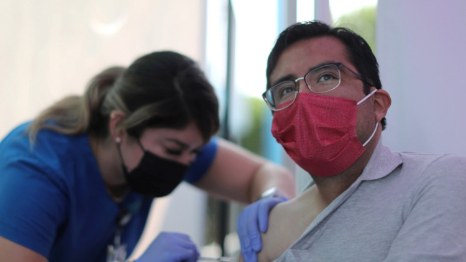 Mỹ đang gần đạt miễn dịch cộng đồng nhờ tiêm vaccine ngừa Covid-19?