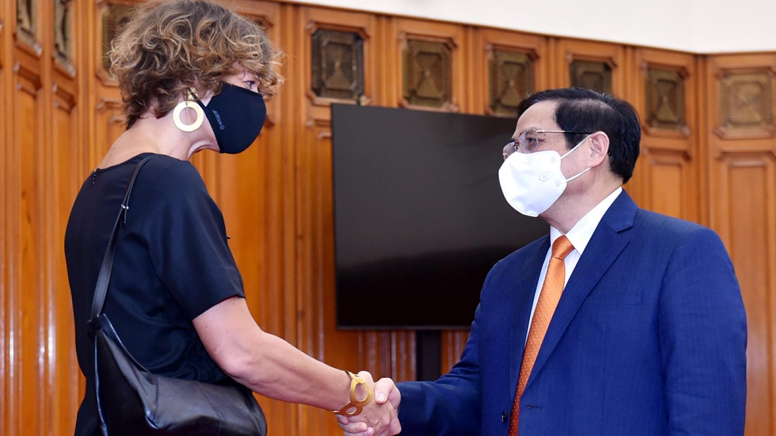 Netherlands donates ventilators and medical equipment to Vietnam