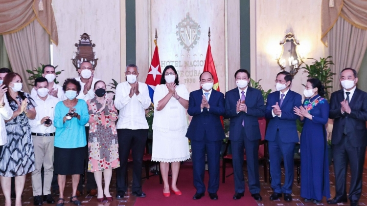 Vietnam always stands side by side with Cuba: President Phuc