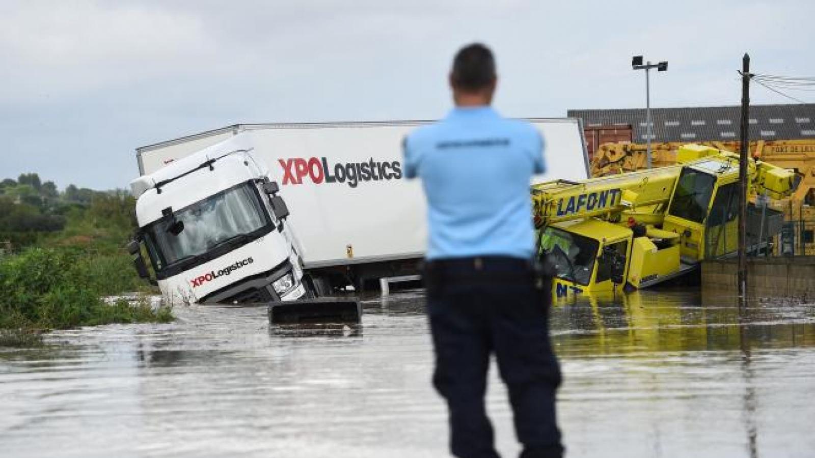 Pháp ban bố tình trạng thảm họa tự nhiên ở miền Nam vì lũ lụt