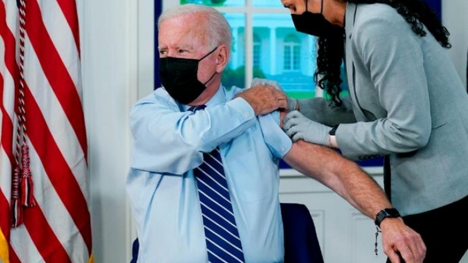 Tổng thống Mỹ Biden tiêm chủng Covid-19 mũi tăng cường, kêu gọi người dân đi tiêm vaccine