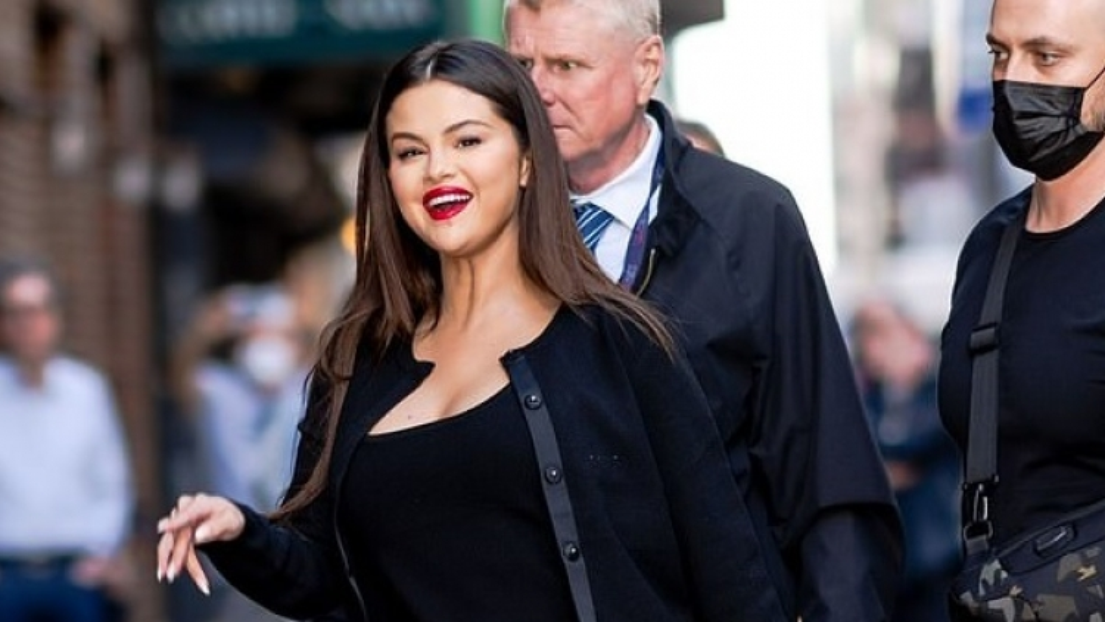 """Selena Gomez khoe nhan sắc """"cực phẩm"""" trong buổi ra mắt phim mới"""