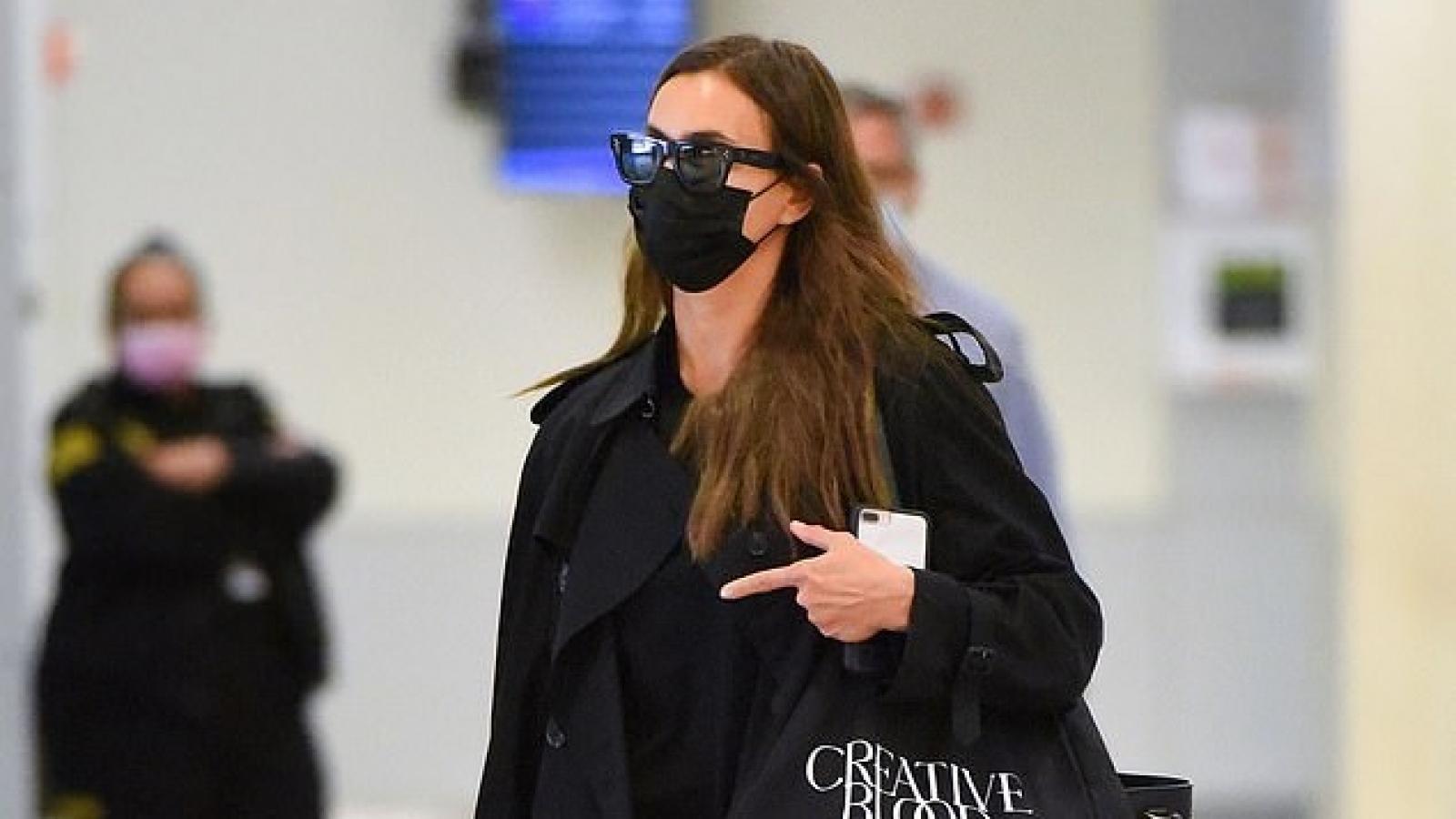 Siêu mẫu Irina Shayk tái xuất sành điệu tại sân bay JFK
