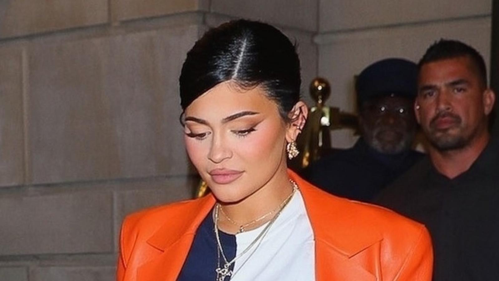 Kylie Jenner phối đồ sành điệu, khoe bụng bầu tại Tuần lễ thời trang New York