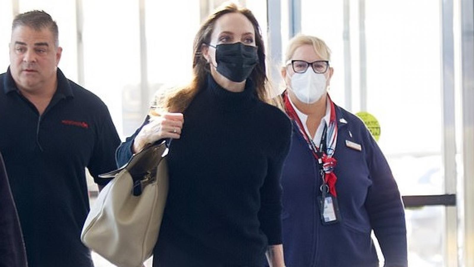 Angelina Jolie tái xuất xinh đẹp ở sân bay
