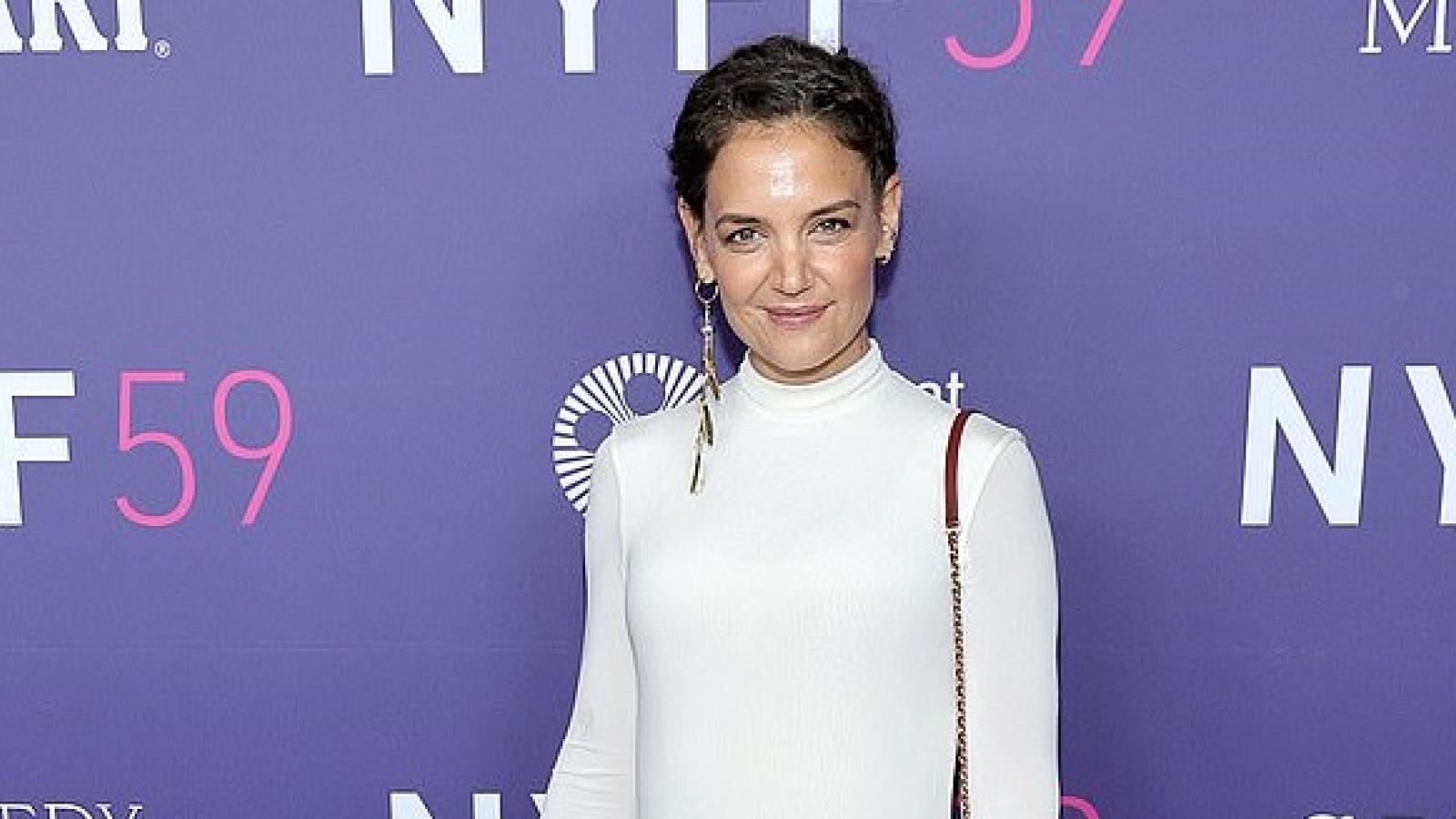 """""""Mẹ đơn thân"""" Katie Holmes diện đầm bó khoe dáng thon tại LHP New York"""