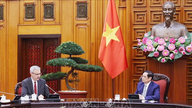 Vietnam seeks additional COVID-19 vaccine support from France